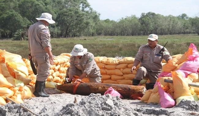 """Quảng Trị: Mưa lũ làm xói lở đất đá, phát lộ nhiều quả bom đạn """"khủng"""" - Ảnh 5"""