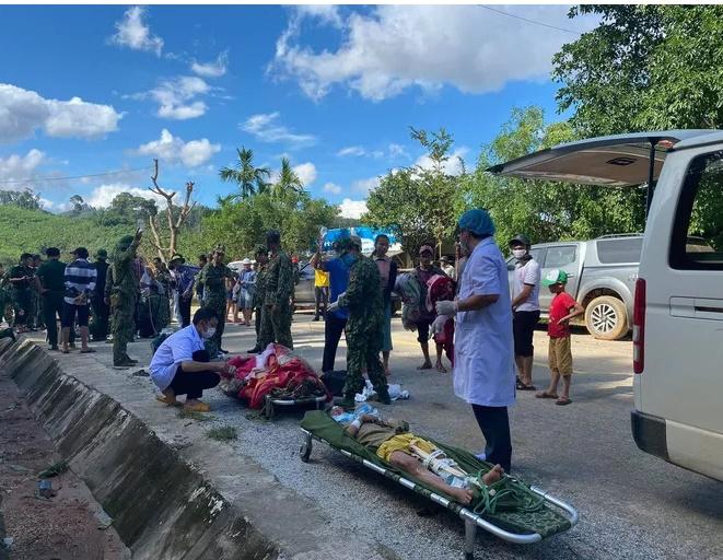 """Vụ sạt lở ở xã Trà Leng: Cứu sống 33 người, nhân chứng kể lại phút thoát khỏi """"tử thần"""" - Ảnh 1"""