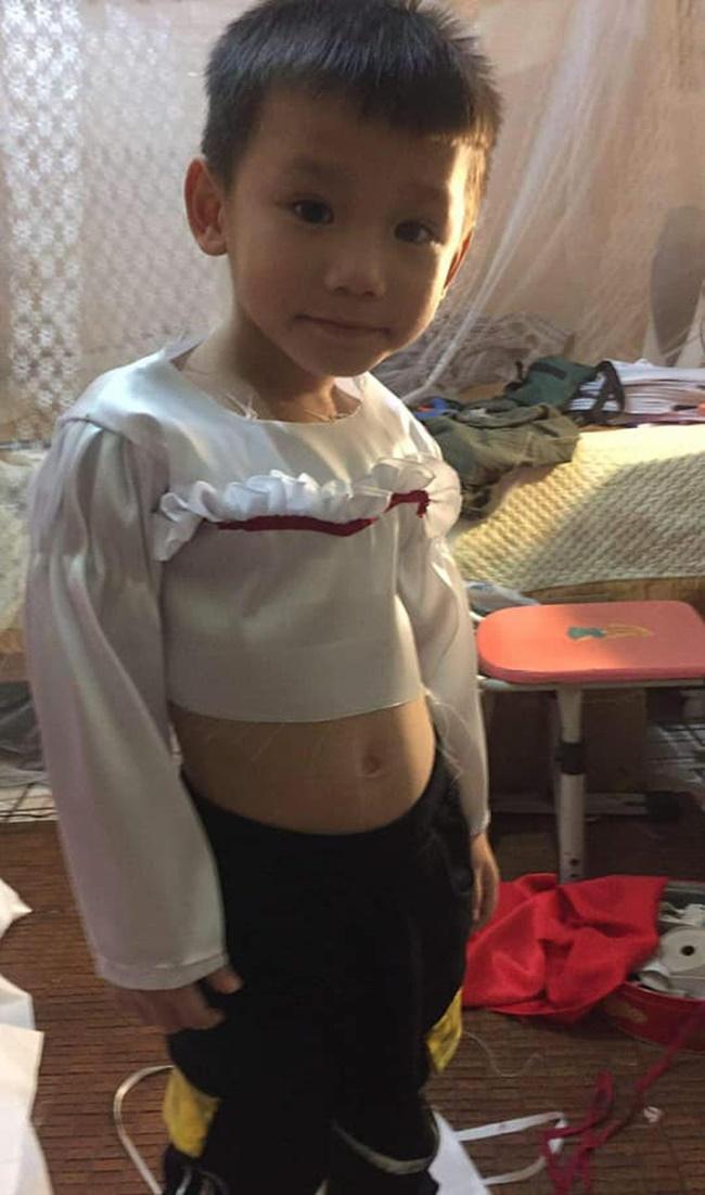 """Halloween mẹ hóa trang cho con thành Annabelle """"chất"""" nhất lớp, khi tẩy trang ai cũng ngỡ ngàng - Ảnh 6"""