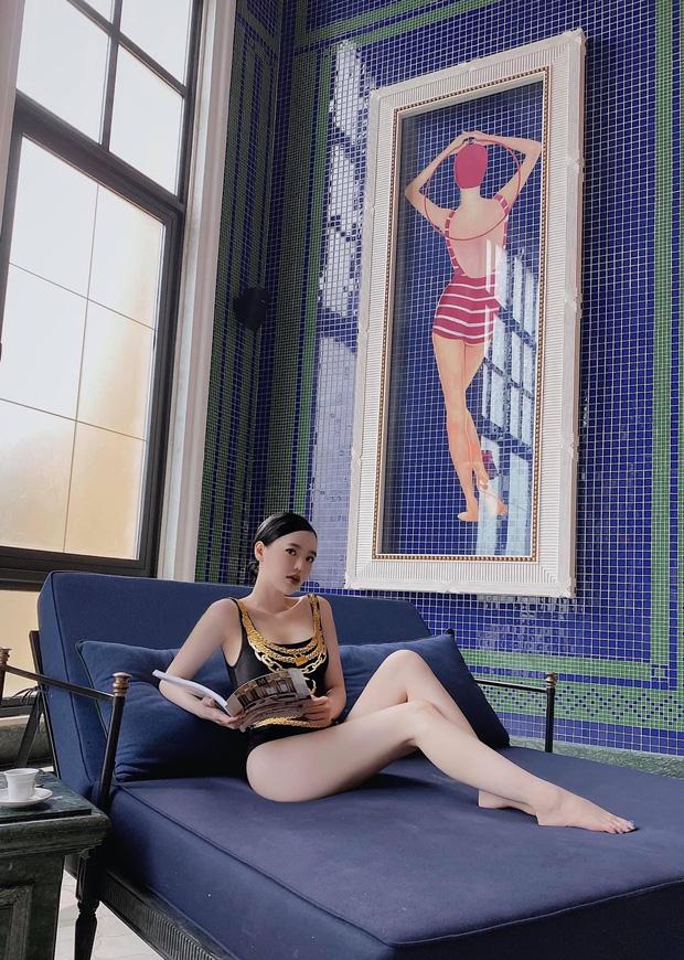 """Con dâu """"ông trùm"""" điện tử Sài Gòn đốt nóng """"đường đua bikini"""" bằng loạt ảnh sexy hết biết - Ảnh 2"""