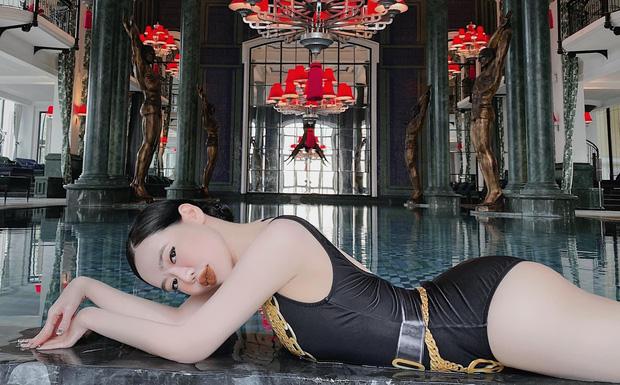 """Con dâu """"ông trùm"""" điện tử Sài Gòn đốt nóng """"đường đua bikini"""" bằng loạt ảnh sexy hết biết - Ảnh 3"""