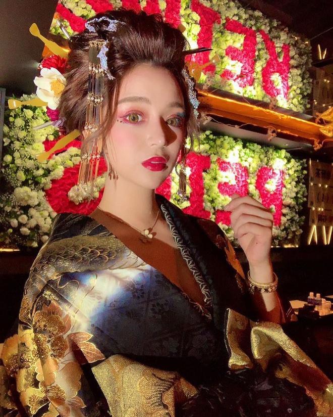"""Nữ geisha """"đắt giá"""" nhất Nhật Bản khoe vẻ đẹp nóng bỏng, tiết lộ thu nhập """"khủng"""" - Ảnh 1"""