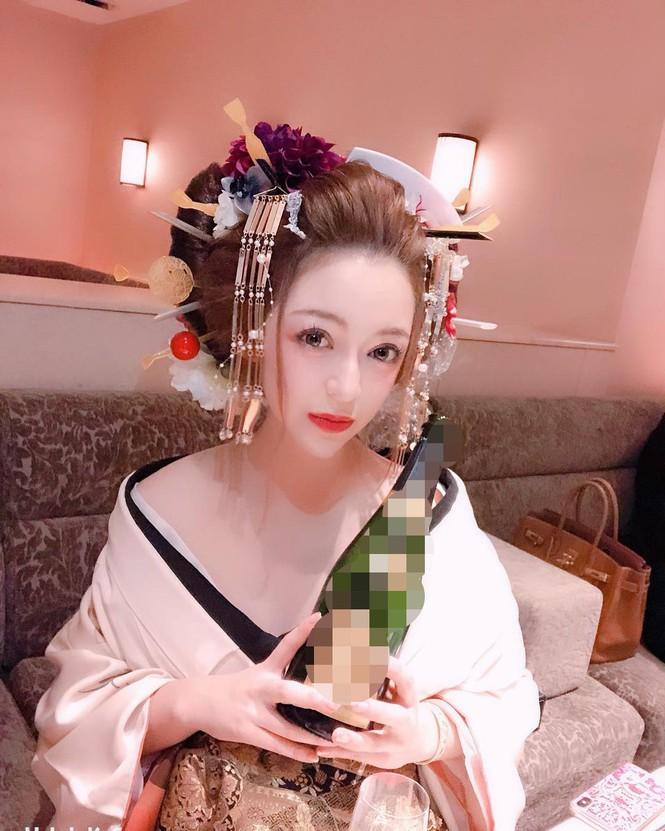 """Nữ geisha """"đắt giá"""" nhất Nhật Bản khoe vẻ đẹp nóng bỏng, tiết lộ thu nhập """"khủng"""" - Ảnh 2"""
