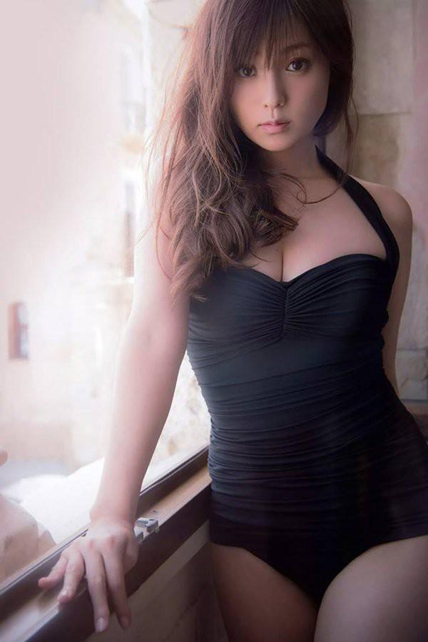 """""""Nữ thần nhan sắc"""" Nhật Bản thích đi bar, yêu từ nam thần tượng kém tuổi đến đại gia giàu có - Ảnh 2"""