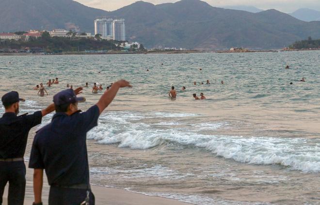 Khánh Hòa, Phú Yên cho học sinh nghỉ để ứng phó với bão số 12 - Ảnh 1