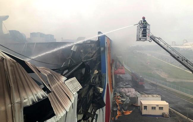 TP.HCM: Hiện trường vụ công ty 12.000m2 bị thiêu rụi, khói bốc cao hàng chục mét - Ảnh 4
