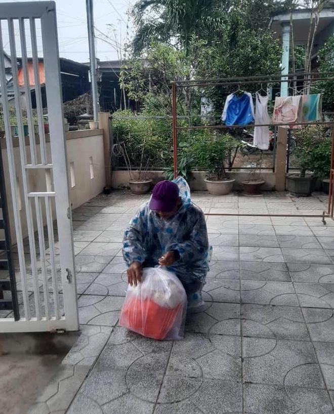 Xót xa ông bố đơn thân đi hơn 50km xin sữa về nuôi con gái - Ảnh 1