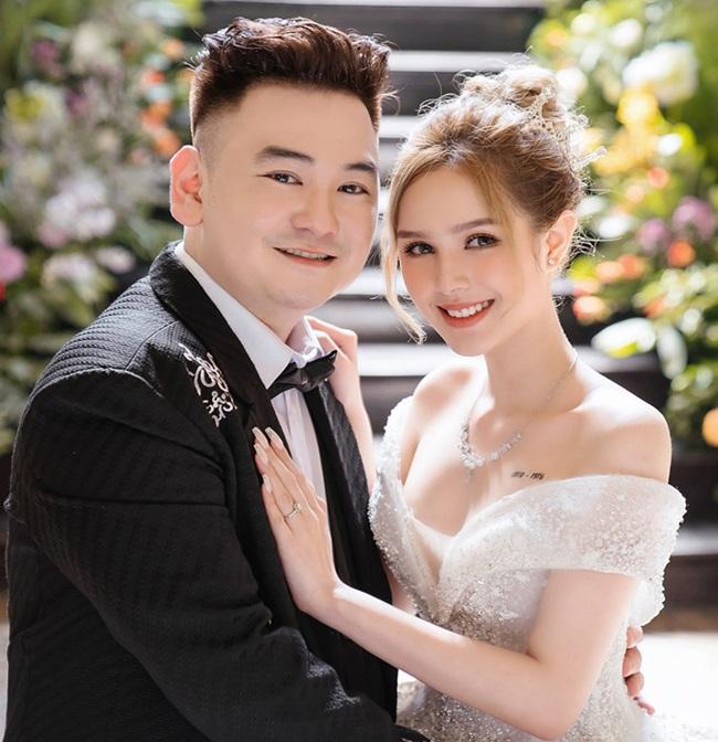 """Chi hàng chục tỷ đồng làm đám cưới """"khủng"""", vợ chồng streamer giàu nhất Việt Nam bị """"chọc ngoáy"""" - Ảnh 1"""