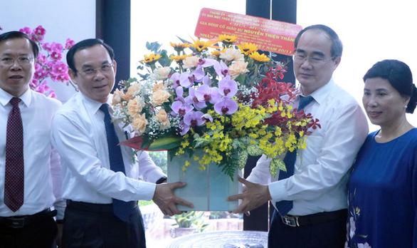 Bí thư Thành ủy TP.HCM Nguyễn Văn Nên thăm gia đình cố Giáo sư Nguyễn Thiện Thành  - Ảnh 1