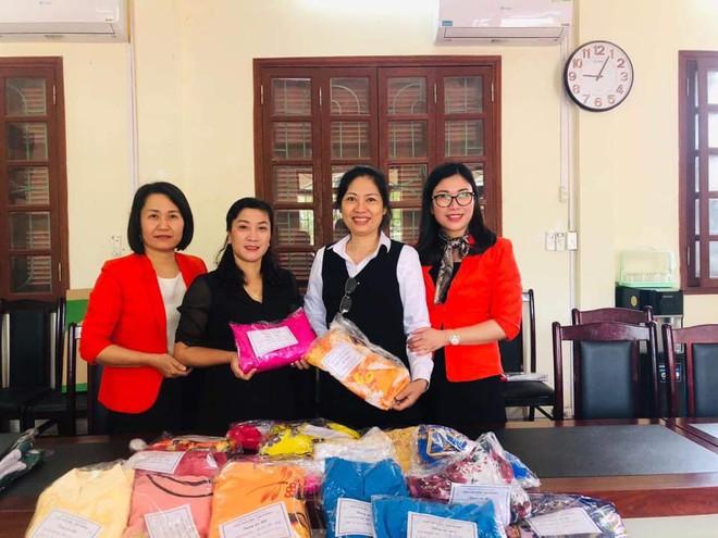 Hàng nghìn áo dài 0 đồng gửi tặng các cô giáo vùng lũ miền Trung - Ảnh 1