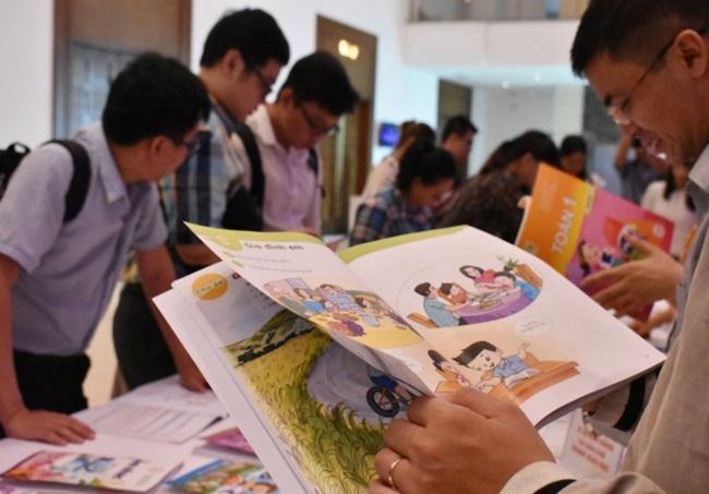 Nghịch lý thiếu sách giáo khoa, loạn sách tham khảo lớp 1 - Ảnh 1