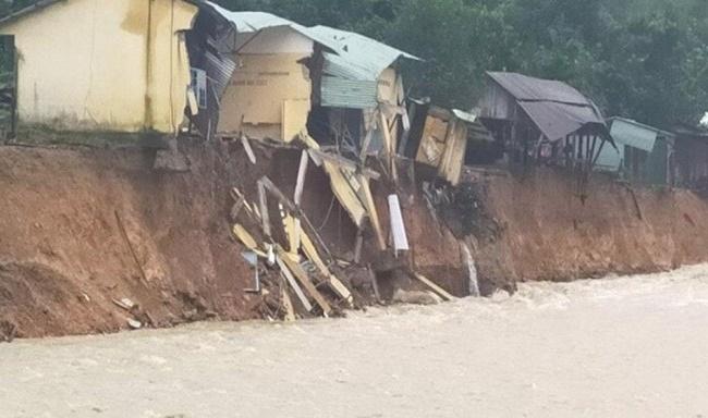 """Ảnh hưởng bão số 10, thêm một ngôi làng ở Trà Leng gần như bị """"xóa sổ"""" - Ảnh 1"""