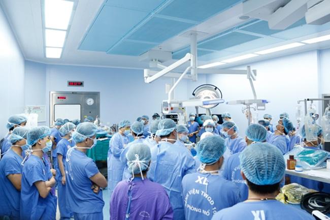 Huy động 150 bác sĩ, 12 bàn mổ cùng lúc lấy, ghép tạng hồi sinh cho 6 bệnh nhân  - Ảnh 2