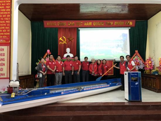 Hội Chữ thập đỏ TP.Đà Lạt tặng thuyền máy cho đồng bào vùng lũ miền Trung - Ảnh 2
