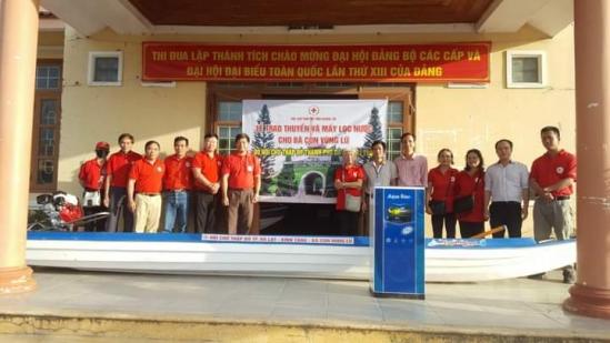 Hội Chữ thập đỏ TP.Đà Lạt tặng thuyền máy cho đồng bào vùng lũ miền Trung - Ảnh 3