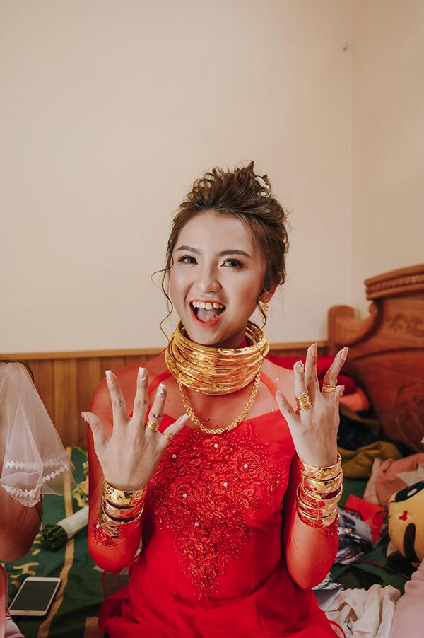 """""""Theo chồng bỏ cuộc chơi"""", cô gái được tặng 14 cây vàng cùng của hồi môn hơn 5 tỷ đồng - Ảnh 2"""