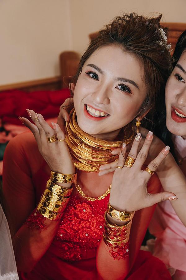 """""""Theo chồng bỏ cuộc chơi"""", cô gái được tặng 14 cây vàng cùng của hồi môn hơn 5 tỷ đồng - Ảnh 6"""