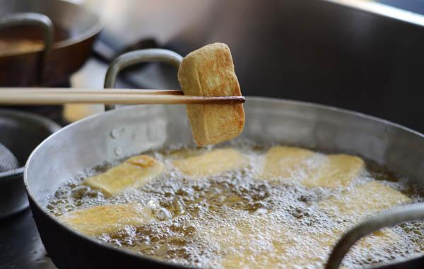 Ngâm đậu phụ vào loại nước này trước khi rán, đảm bảo đậu siêu giòn, có màu vàng đẹp mắt  - Ảnh 2