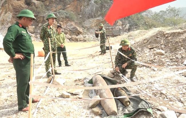 Thanh Hóa: Phát hiện quả bom nặng 250kg khi tôn tạo đình làng - Ảnh 1