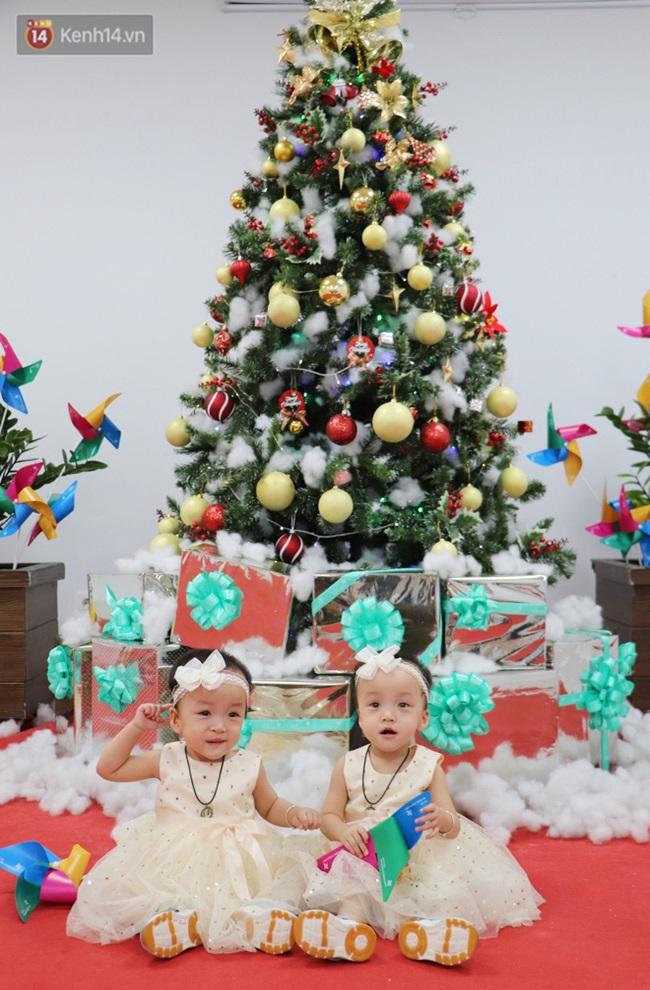 Cặp song sinh Trúc Nhi - Diệu Nhi rạng rỡ đón Giáng sinh - Ảnh 2