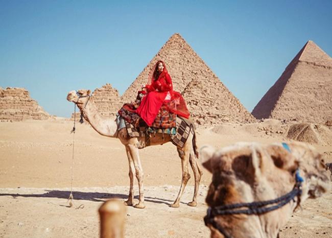 """""""Ông chồng quốc dân"""" đưa vợ đi khắp thế gian, chụp ảnh áo dài đẹp mê hồn - Ảnh 3"""