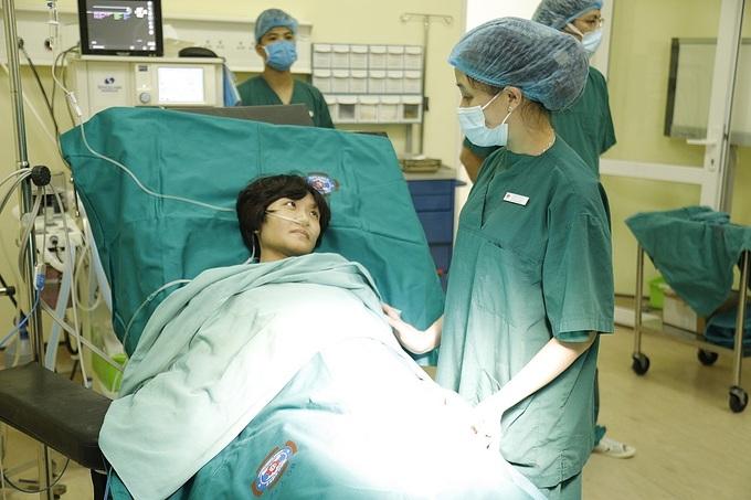 Tin tức đời sống mới nhất ngày 3/12: Sản phụ ung thư mổ sinh ở tư thế ngồi - Ảnh 1