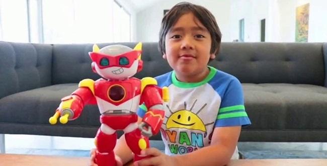 Khi bạn bè còn đang lo ăn học, bé trai 9 tuổi này đã thành Youtuber thu nhập cao nhất thế giới - Ảnh 6