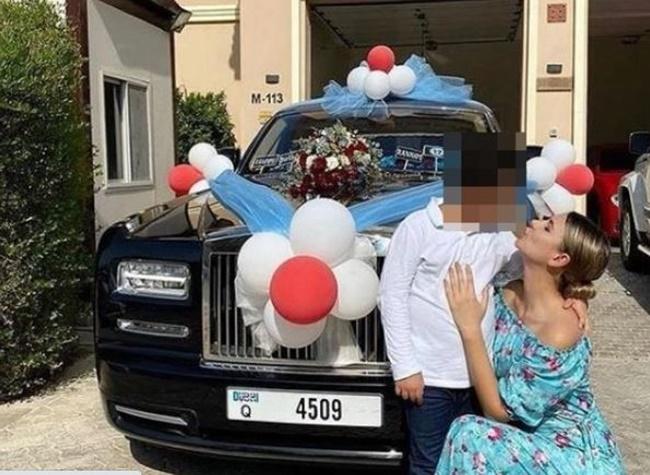 """""""Cậu ấm"""" 12 tuổi được mẹ đại gia tặng siêu xe gần 8 tỷ đồng, dân mạng tranh cãi dữ dội - Ảnh 1"""