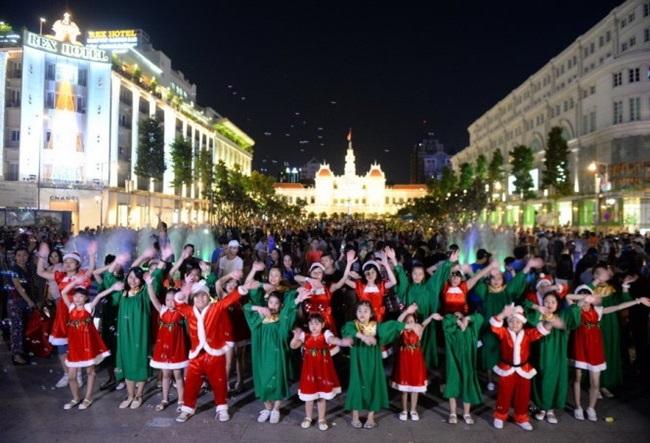 Khám phá những địa điểm chơi Noel lý tưởng ở Hà Nội, TP.HCM - Ảnh 6