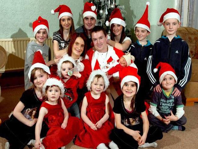 Gia đình có 22 người con chụp hình Giáng sinh gây sốt - Ảnh 3