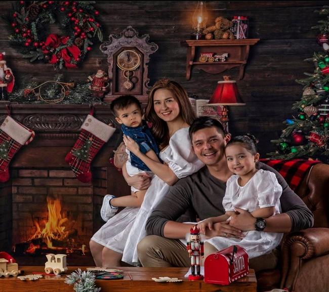 """Mỹ nhân đẹp nhất Philippines khoe ảnh Giáng sinh, dân mạng xuýt xoa nhan sắc của đại gia đình """"cực phẩm"""" - Ảnh 1"""