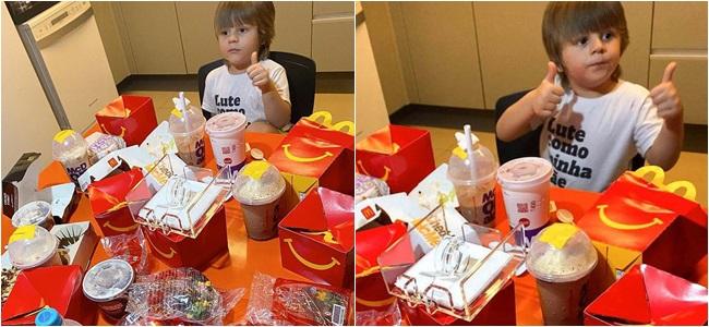 """Cậu bé 4 tuổi lén lấy điện thoại của mẹ chốt đơn """"khủng"""", phản ứng """"bá đạo"""" khi bị phát hiện - Ảnh 2"""
