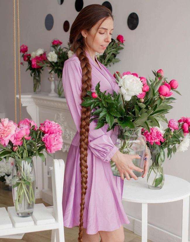 """Mê mẩn trước suối tóc dài 1m8 của """"nàng Rapunzel"""" ngoài đời thực - Ảnh 1"""