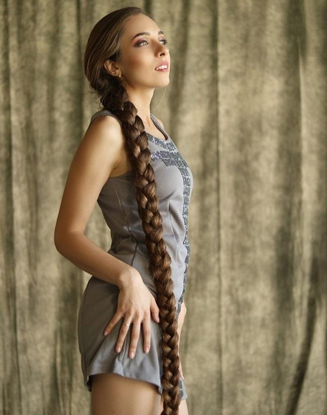 """Mê mẩn trước suối tóc dài 1m8 của """"nàng Rapunzel"""" ngoài đời thực - Ảnh 2"""