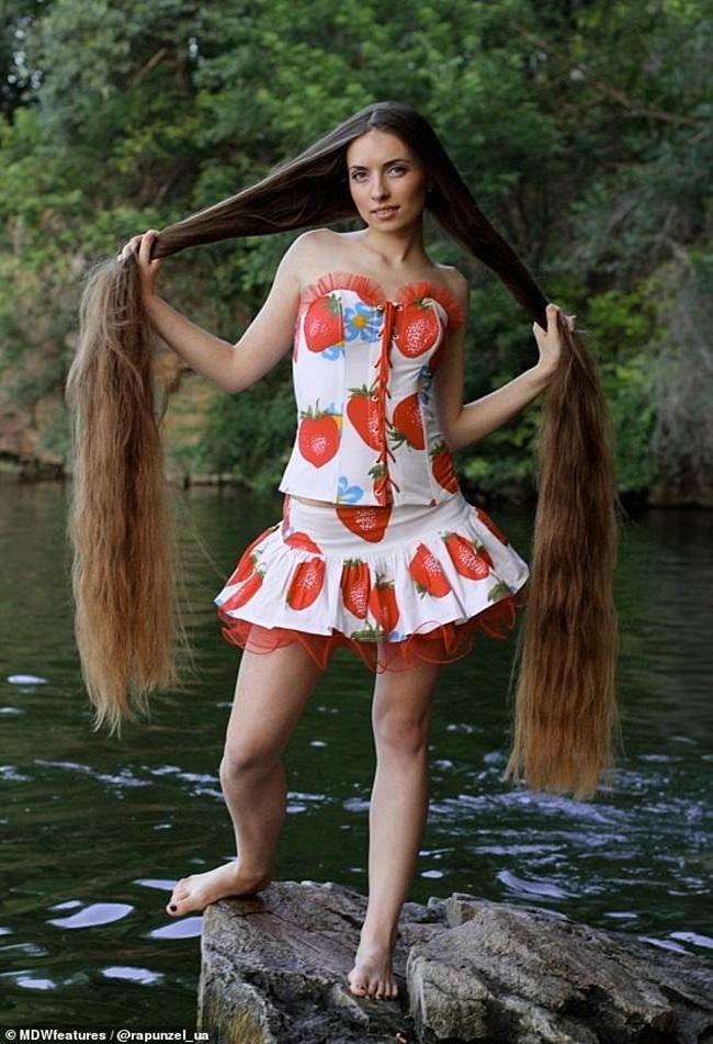 """Mê mẩn trước suối tóc dài 1m8 của """"nàng Rapunzel"""" ngoài đời thực - Ảnh 5"""