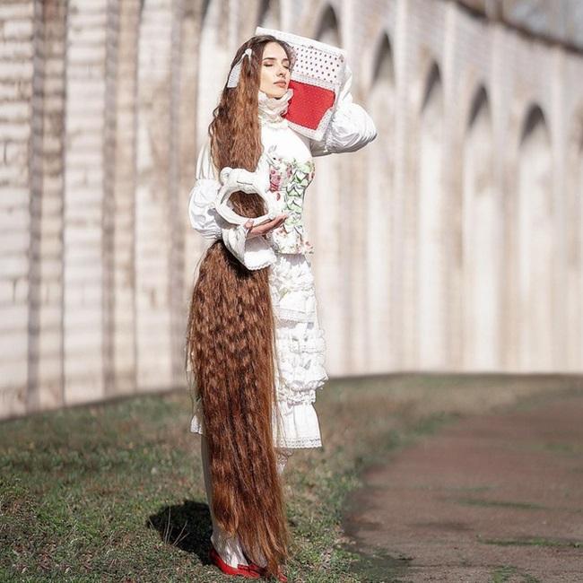"""Mê mẩn trước suối tóc dài 1m8 của """"nàng Rapunzel"""" ngoài đời thực - Ảnh 6"""