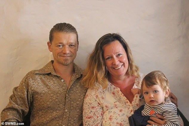 Sảy thai 14 lần trong 20 năm, phép màu đến với cặp vợ chồng theo cách không ngờ - Ảnh 1