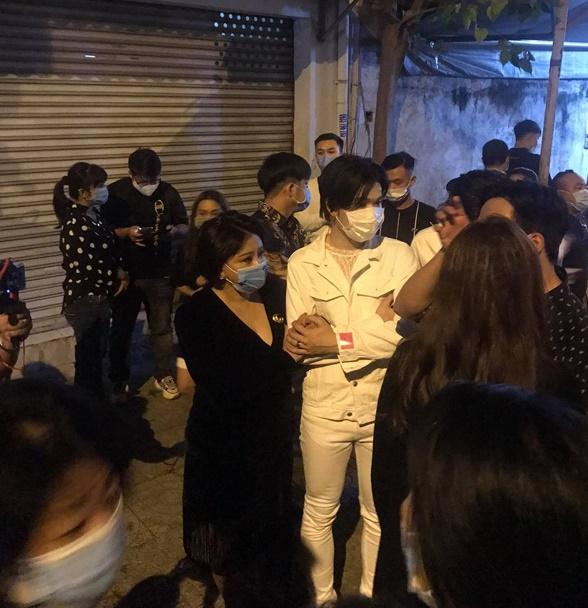 Danh hài Chí Tài qua đời, dàn nghệ sĩ Việt đau đớn tiễn biệt cố nghệ sĩ - Ảnh 2