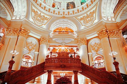Cận cảnh tòa lâu đài mạ vàng của đại gia Ninh Bình: Cao bằng tòa nhà 18 tầng, đầu tư hàng nghìn tỷ đồng - Ảnh 7