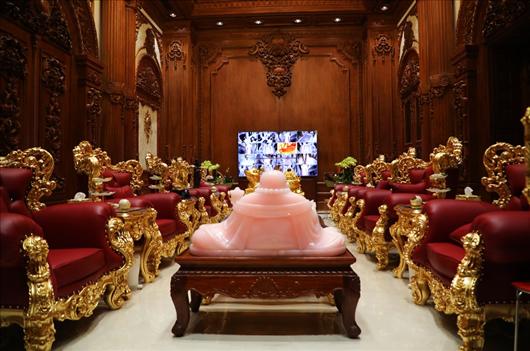 Cận cảnh tòa lâu đài mạ vàng của đại gia Ninh Bình: Cao bằng tòa nhà 18 tầng, đầu tư hàng nghìn tỷ đồng - Ảnh 9