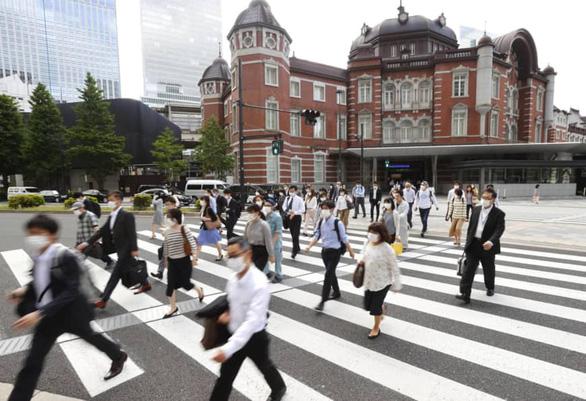 Nhật Bản gỡ bỏ hoàn toàn tình trạng khẩn cấp trên toàn quốc vì dịch Covid-19 - Ảnh 1