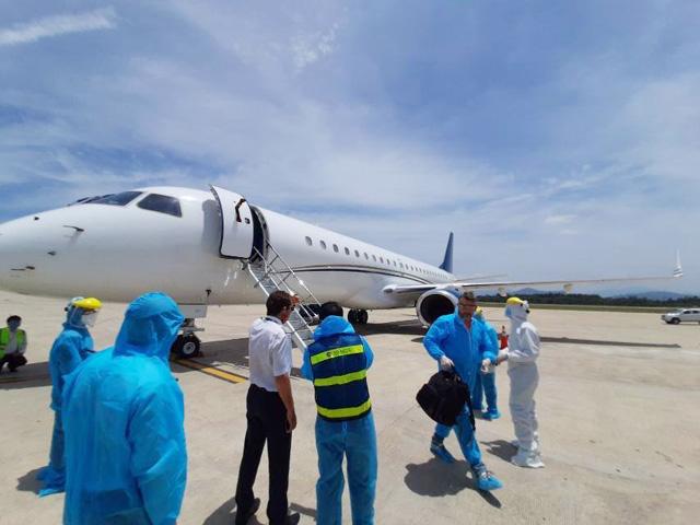 Tỷ phú Trần Đình Long chi 200.000 USD thuê chuyên cơ chở chuyên gia vào KKT Dung Quất - Ảnh 1