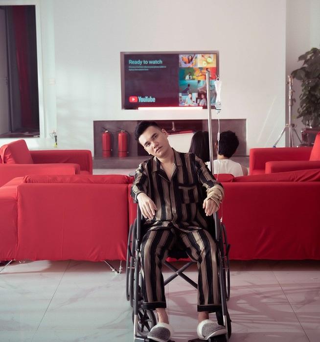 """Tin tức giải trí mới nhất ngày 28/5/2020: MV của Khắc Việt nhiều cảnh """"nóng"""" khiến người xem đỏ mặt - Ảnh 1"""