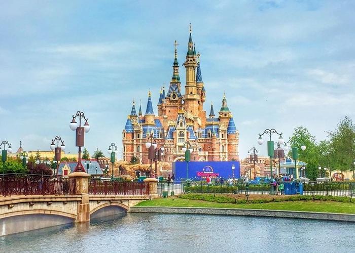 """""""Ông trùm"""" giải trí Walt Disney rục rịch mở lại Disneyland Thượng Hải - Ảnh 1"""