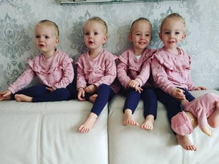 Lịm tim trước vẻ xinh xắn, đáng yêu của 4 bé gái trong ca sinh tư nổi tiếng thế giới  - Ảnh 5