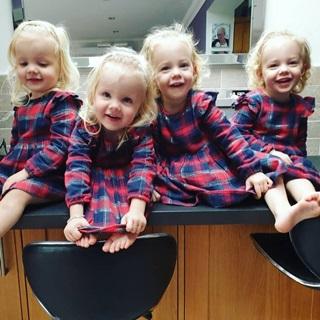Lịm tim trước vẻ xinh xắn, đáng yêu của 4 bé gái trong ca sinh tư nổi tiếng thế giới  - Ảnh 11