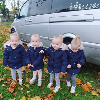 Lịm tim trước vẻ xinh xắn, đáng yêu của 4 bé gái trong ca sinh tư nổi tiếng thế giới  - Ảnh 8