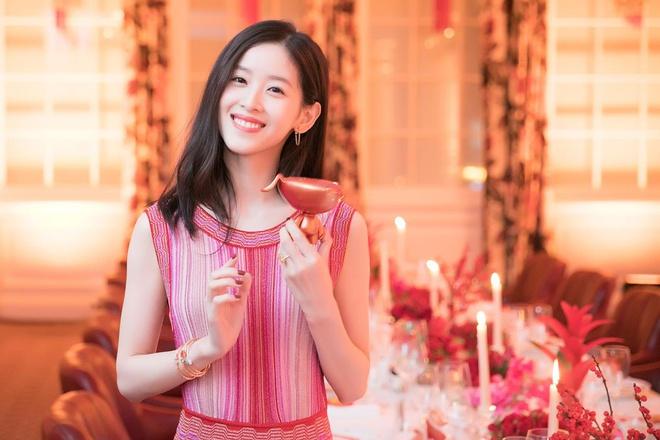 """""""Hot girl trà sữa"""" thành tỷ phú trẻ nhất Trung Quốc bất chấp bê bối tình dục của chồng đại gia - Ảnh 1"""