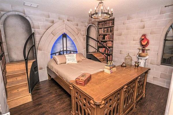 Khám phá biệt thự rộng 4.000m2 tái hiện thế giới phù thủy trong Harry Potter - Ảnh 6