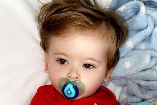 Trẻ đau đớn mỗi khi chải tóc, biểu hiện mắc bệnh hiểm nghèo bố mẹ phải cẩn trọng - Ảnh 1